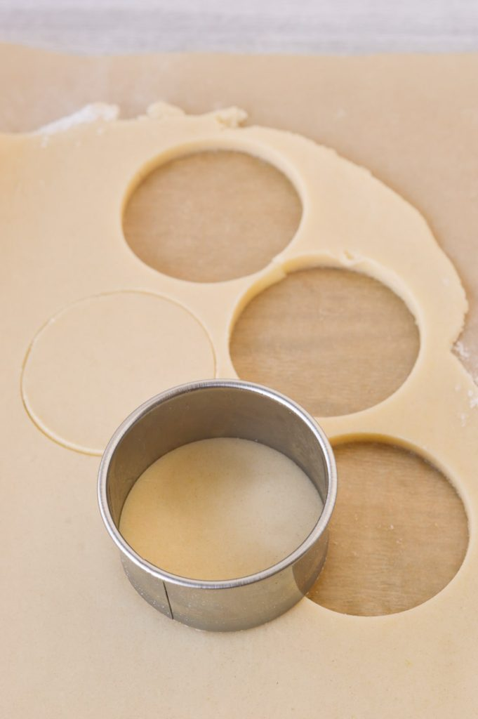 cutting out circle sugar cookies