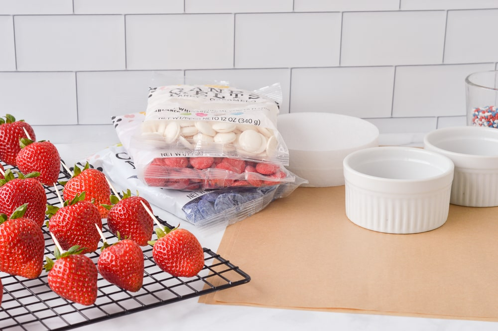 chocolate covered strawberries process